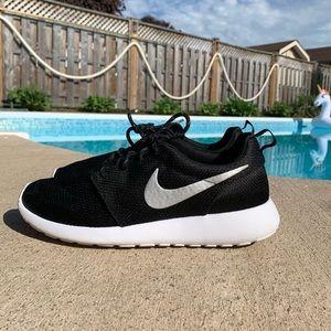 Black Nike Roshe NWOT